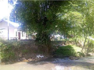 Rumah Warga Lembah Sabil Terancam Jatuh Ke Sungai