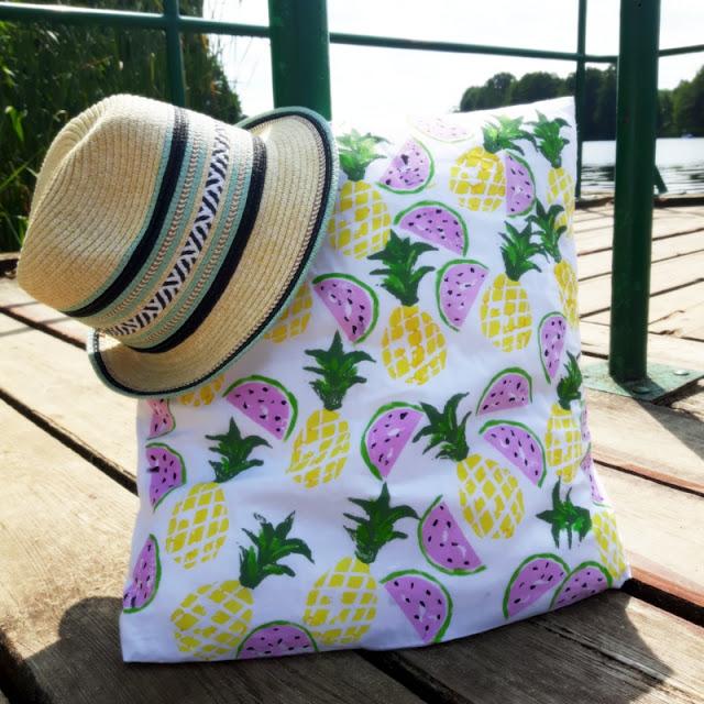 Pineapple & watermelon potato stamps czyli owocowe stemple z ziemniaka i letnia poduszka.