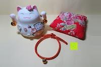 Lieferumfang: Japanische Maneki Neko Glückskatze aus Porzellan (Klein, 12 cm)