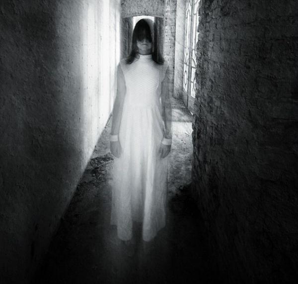 5 Hal yang Dapat Mengundang Hantu