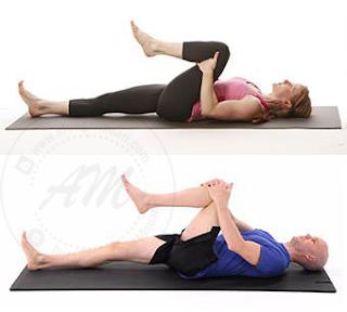 Rawatan Fisioterapi Untuk Pesakit Tulang Belakang Yang Boleh Diamalkan | Sakit belakang adalah rasa sakit, ketegangan otot atau kaku (stiffness) di bahagian belakang tubuh. Kesakitan ini boleh menjalar ke bahagian punggung dan kaki.  AM merupakan salah seorang pesakit tulang belakang yang berulang (recurrent) kerana kesakitan yang di alami sehingga kini masih lagi terasa. Sakit belakang boleh diklasifikasikan beberapa peringkat seperti akut, kronik dan berulang.  Punca Sakit Belakang Sebelum ini AM pernah kongsikan 10 Punca Penyebab Sakit Belakang Yang Ramai Ambil Mudah. Anda boleh baca di sana punca sakit belakang. Disini AM akan senaraikan beberapa punca yang umum sahaja seperti kecederaan otot, patah tulang belakang, perubahan kepada cakera (disc), postur tidak betul dan saluran spinal menjadi sempit (spinal sternosis). Rawatan Fisioterapi Untuk Pesakit Tulang Belakang Yang Boleh Diamalkan  Objektif Rawatan Fisioterapi Rawatan fisioterapi dilakukan untuk mengurangkan kesakitan yang dialami. Dalam kes AM, kesakitan yang dialami berkurangan sedikit tetapi tidak hilang sepenuhnya.  Rawatan fisioterapi bukan sahaja di lakukan di pusat rawatan fisioterapi tetapi bergantung kepada diri kita sendiri juga dengan latihan yang di ajar oleh pakar fisioterapi. Latihan ini bertujuan untuk menguatkan otot belakang dan abdominal.  Objektig fisioterapi juga bertujuan untuk membantu pesakit tulang belakang melakukan aktiviti seharian secara maksimum tanpa rasa sakit yang teruk.  Gejala atau tanda Awal Sakit Belakang Bagi sakit belakang peringkat akut, kesakitan yang dialami dalam tempoh sehari sehingga 3 bulan. AM mengalami kesakitan belakang lebih daripada setahun. Kesakitan yang dialami sekadar sakit yang masih lagi boleh di tahan oleh badan AM. Kesilapan ini menyebabkan AM terasa sakit sehingga kini. Rawatan Fisioterapi Untuk Pesakit Tulang Belakang Yang Boleh Diamalkan