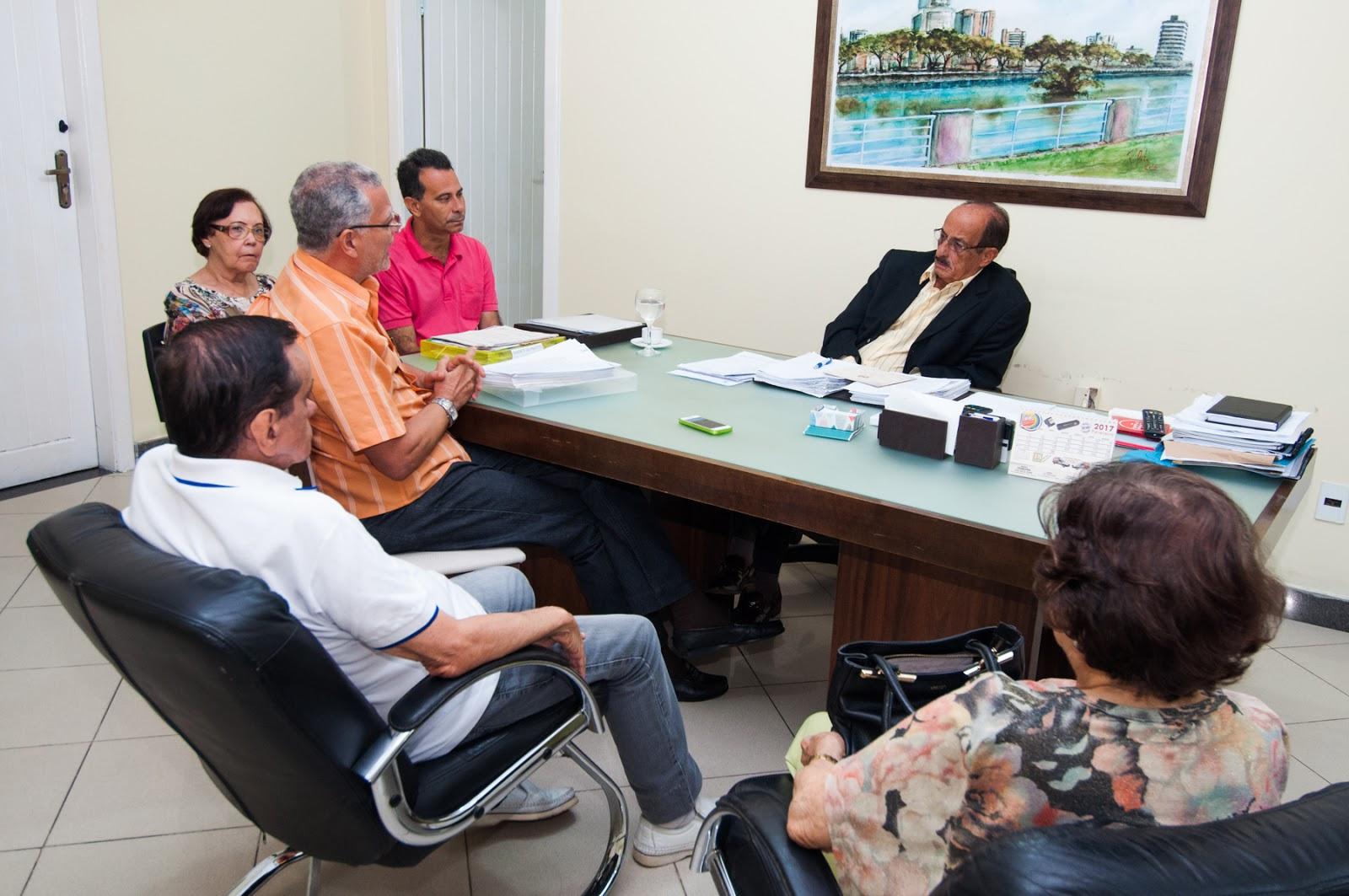 ... Gomes recebeu em audiência na quinta-feira (16), em seu gabinete, no  Centro Administrativo, médicos do Centro Médico Pediátrico de Itabuna  (Cemepi). 12a6630a0f