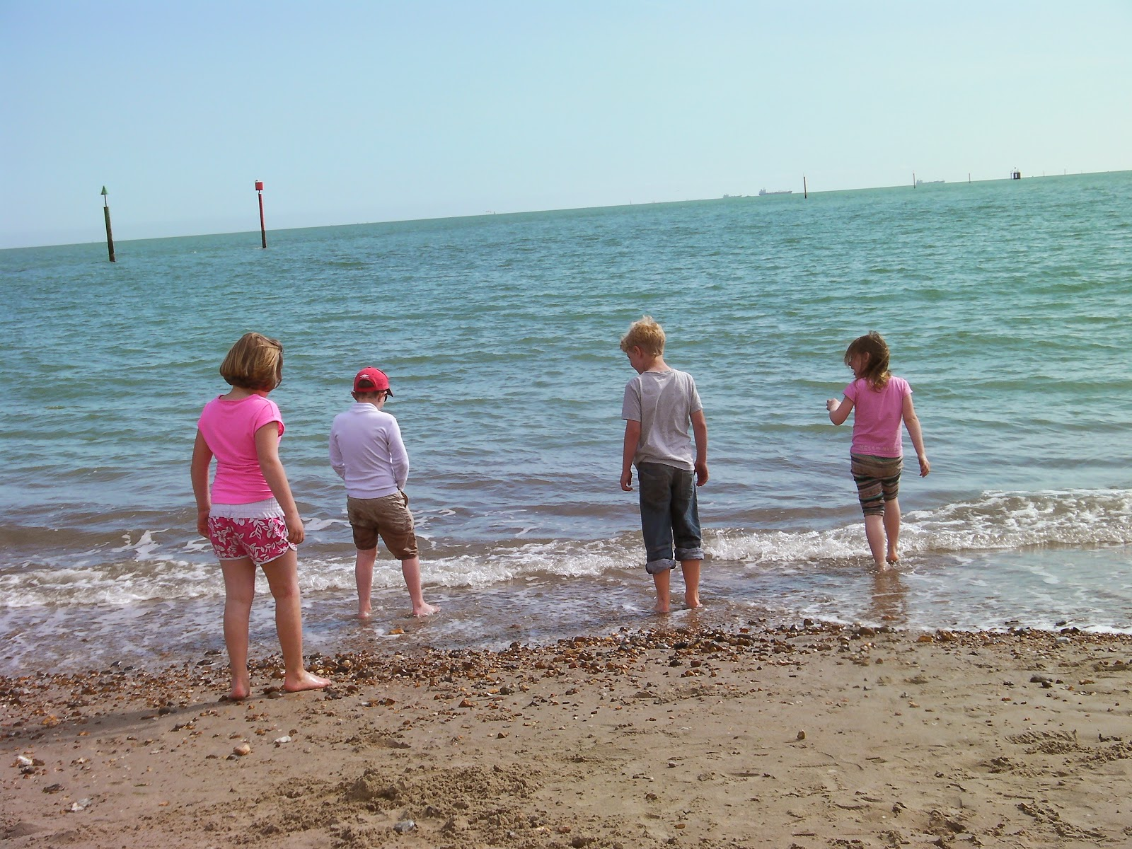 kids pissing into the sea by southsea beach