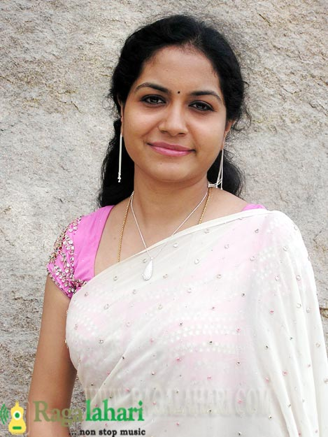 Cute Pics Gallery Sunitha Singer Latest Wallpapers-3956