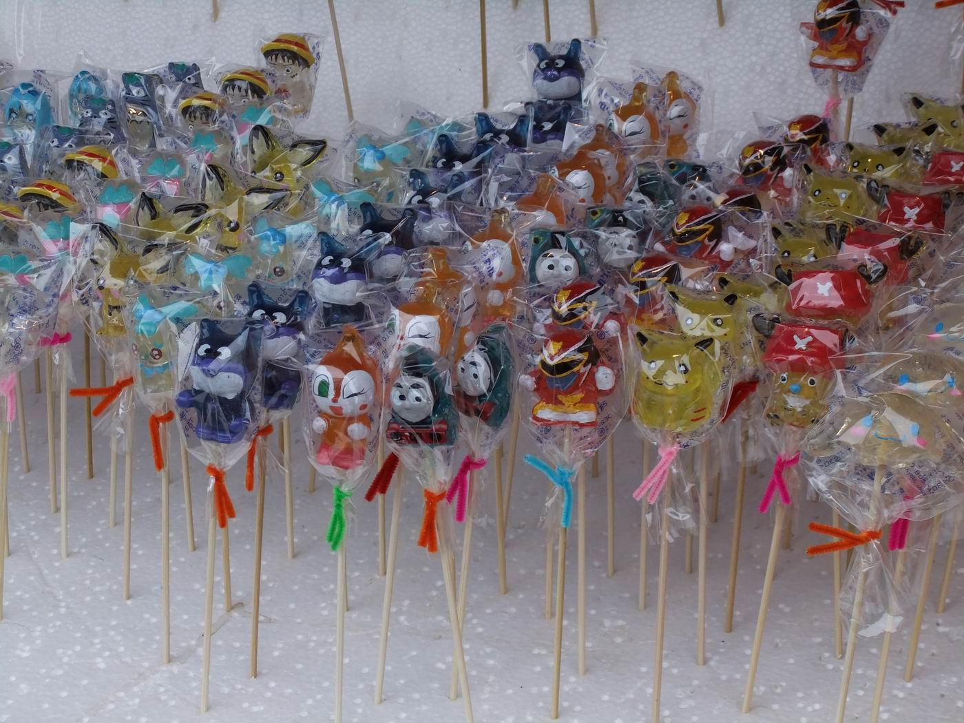 【秋田冬之祭典!】大館AMEKKO市集(糖果市集)販賣各種類型豐富的糖果,色彩繽紛 很有特色