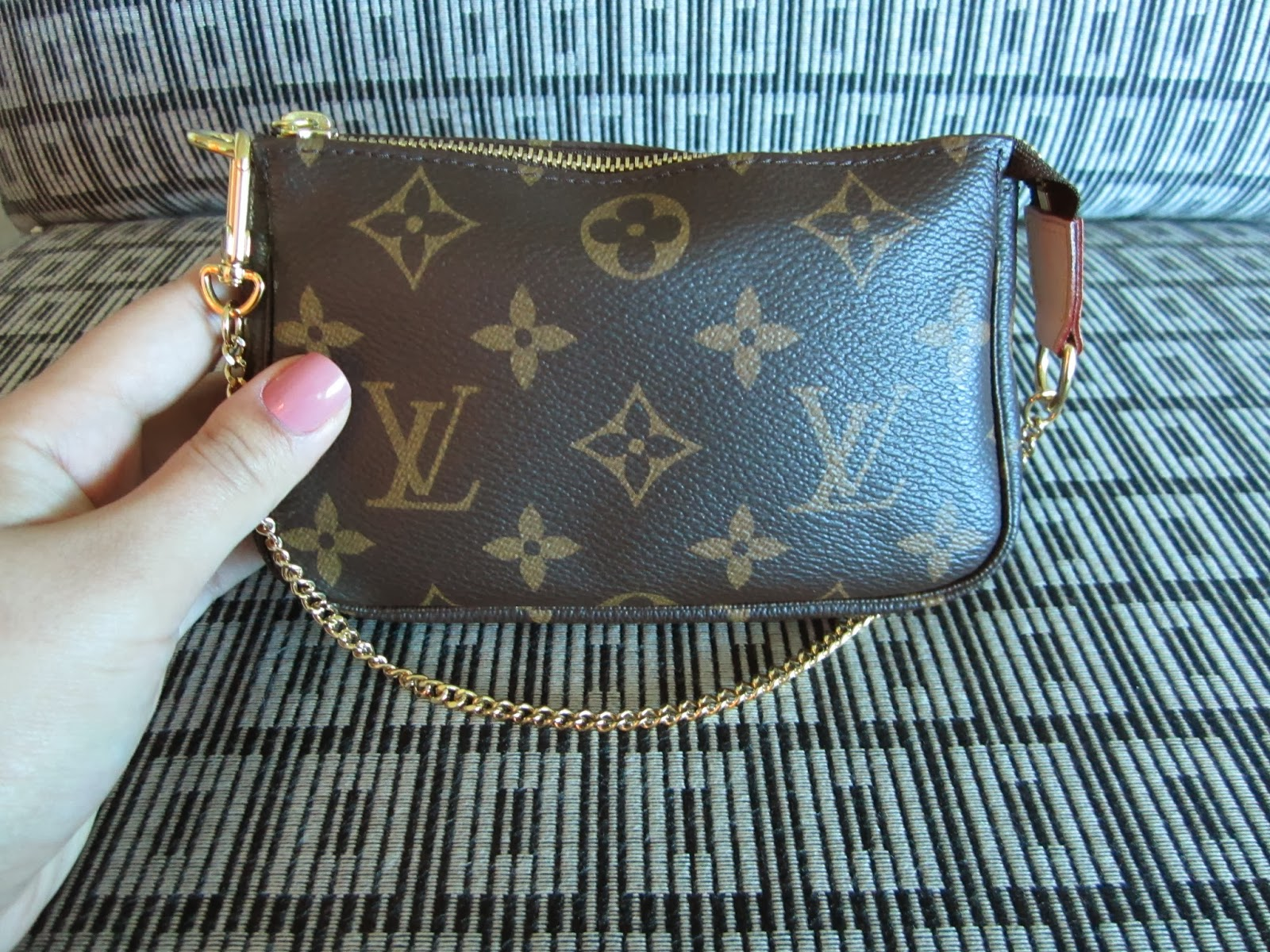 The Glamour Geek What Fits Inside A Louis Vuitton Mini