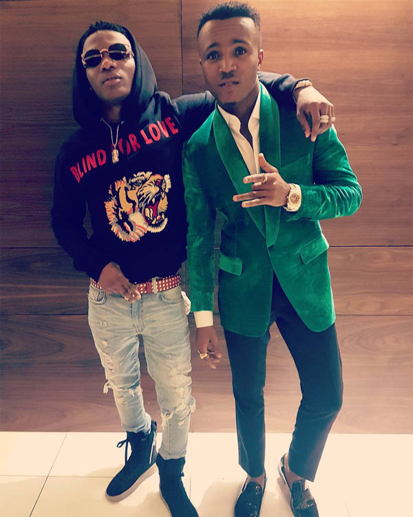 Too humble? Picture of Humblesmith prostrating for Wizkid got people talking