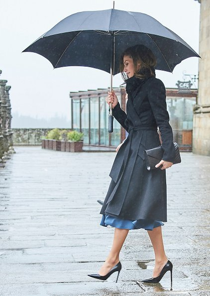 Queen Letizia wore Bottega Veneta dress and Parada shoes