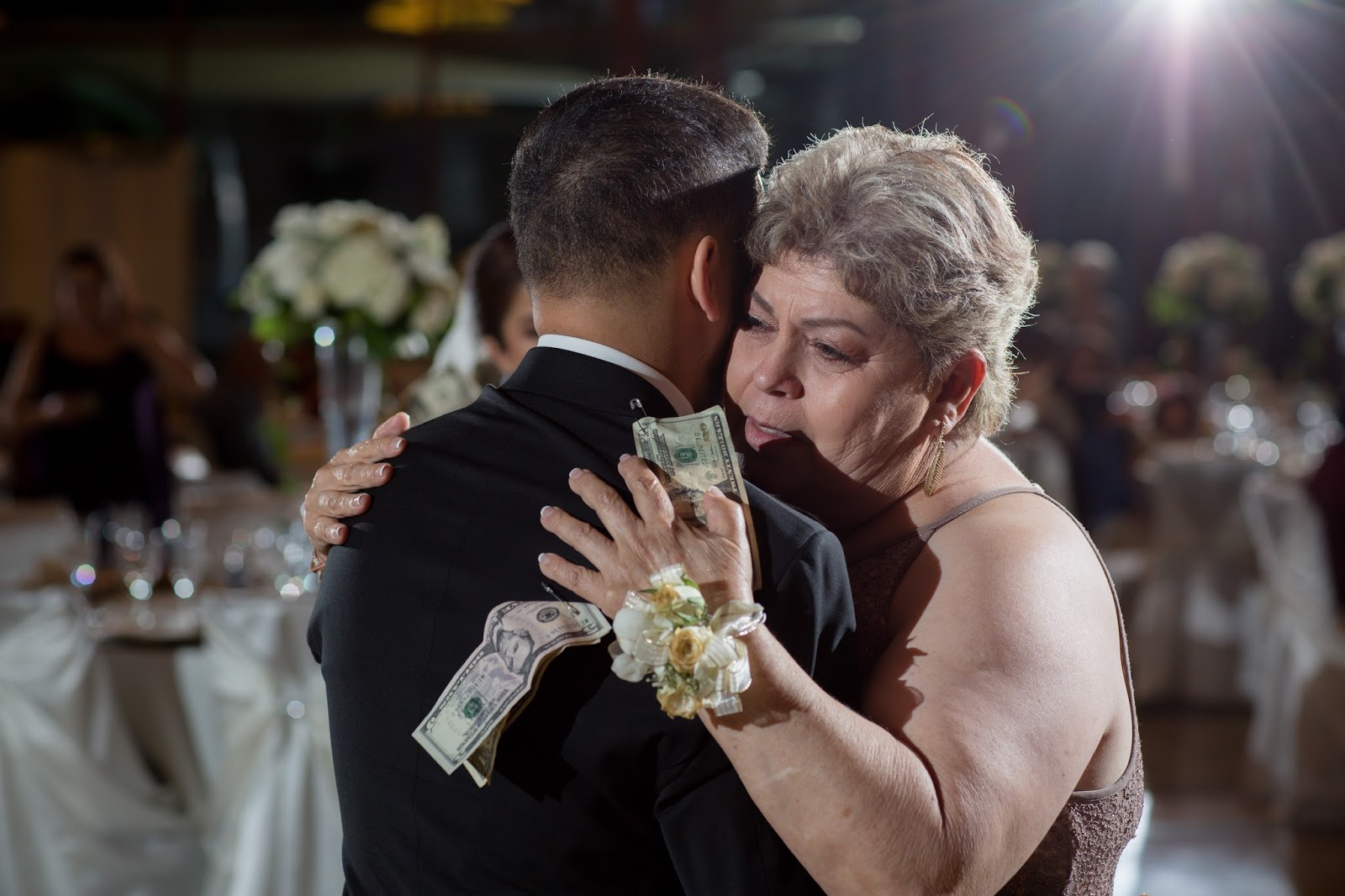 Groom and Mother of Groom share a Dance