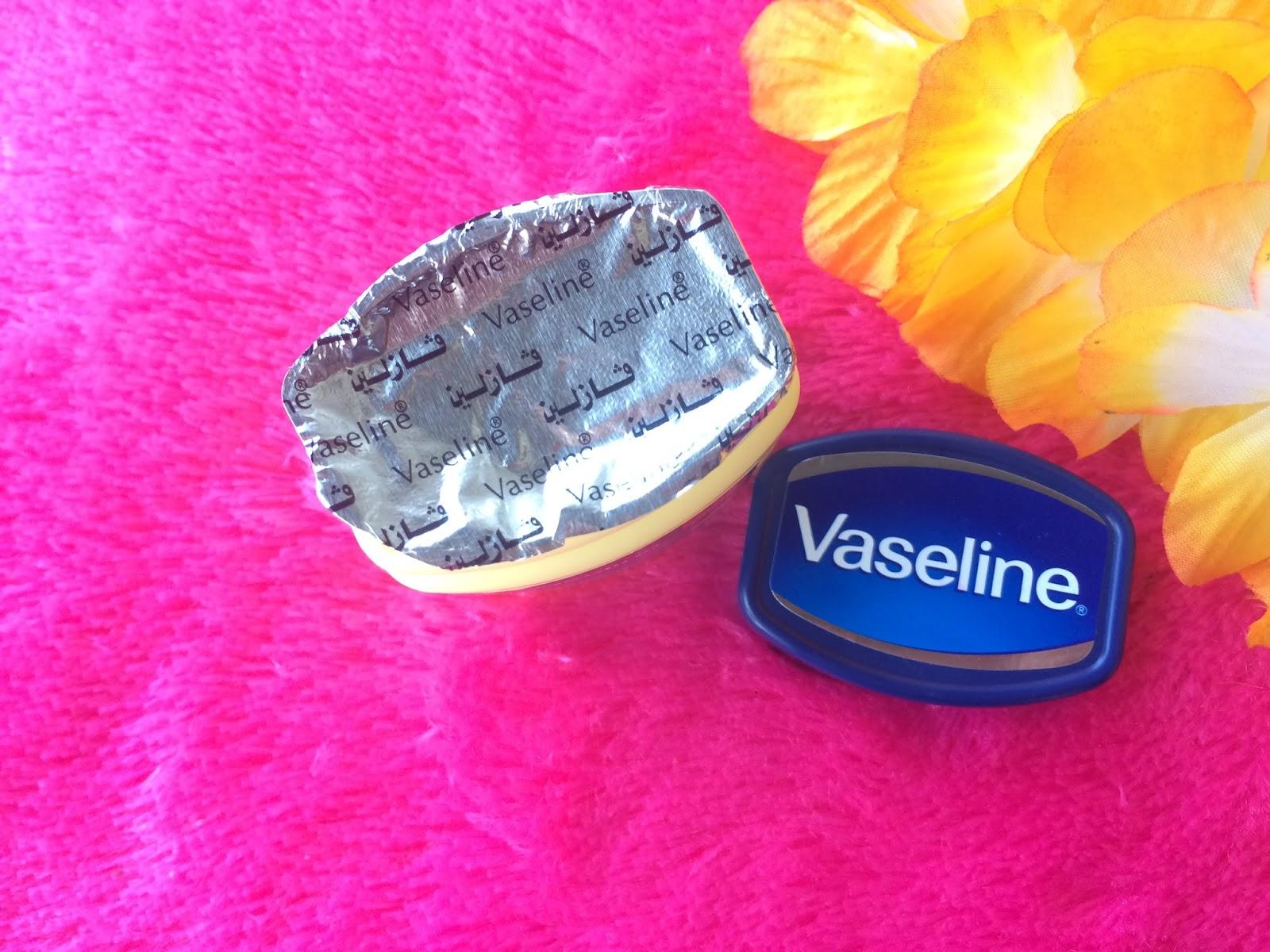 Review Vaseline Petroleum Jelly Arab Bonjour Gens 120ml Badan Jar Nya Berwarna Putih Susu Yang Lengkap Dengan Keterangan Produk Berbahasa Aku Nggak Ngerti Sama Sekali