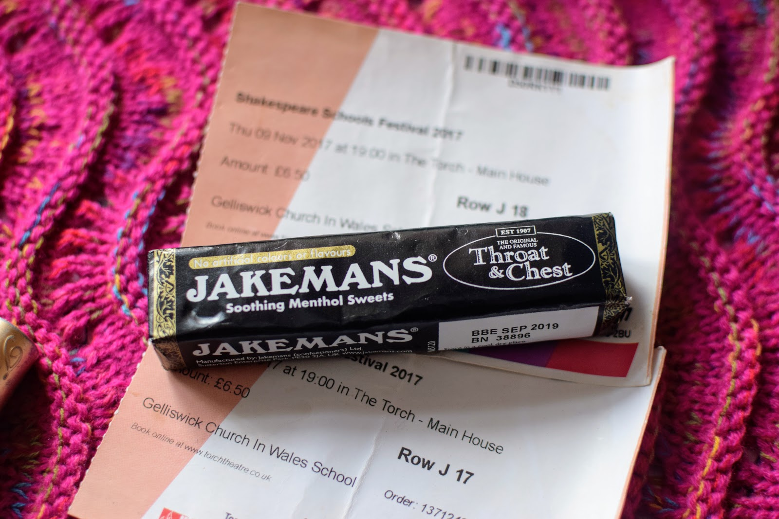 , Coping With a Sore Throat with Jakemans Menthol Sweets  #review