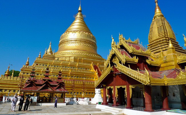 www.xvlor.com Shwezigon Pagoda is Theravada Buddhism temple built by King Anawrahta