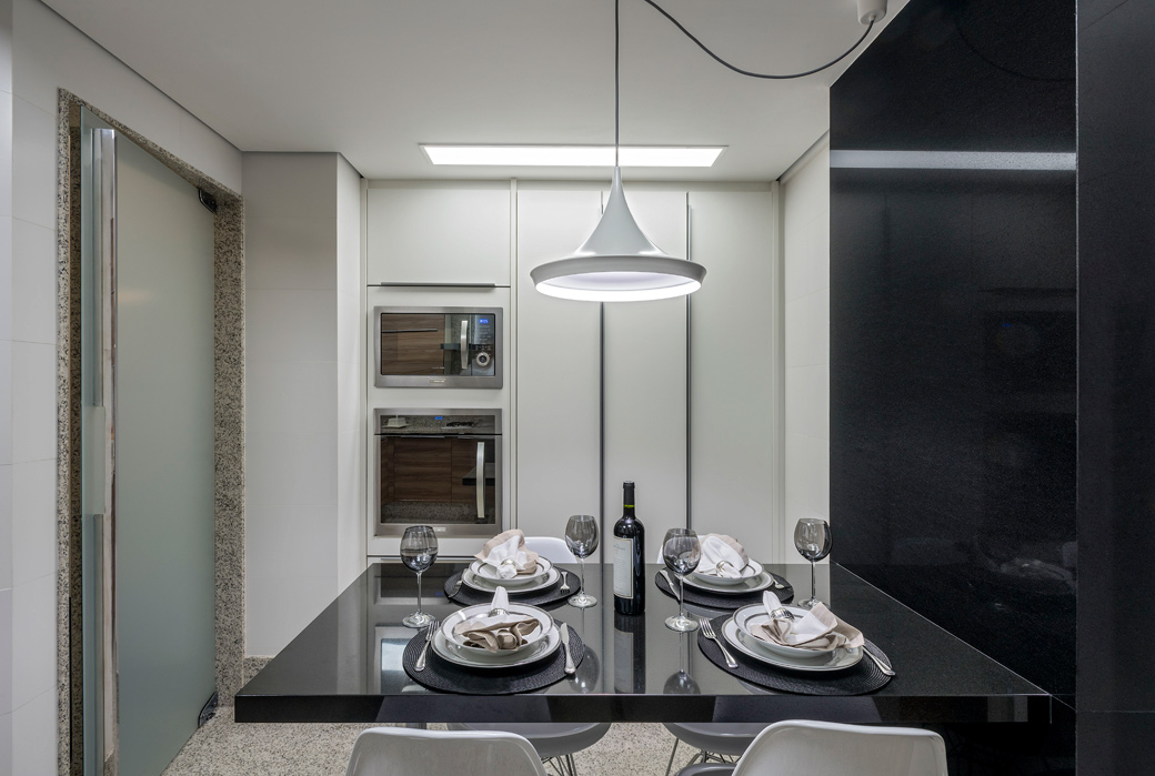 Cozinha moderna com granito claro na bancada, parede e  ~ Bancada De Granito Para Quarto