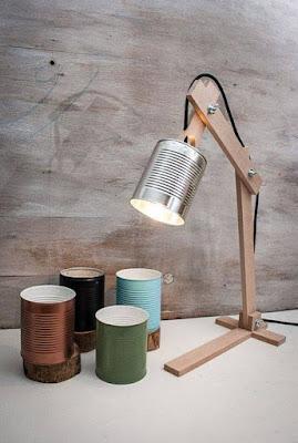 lamparas hechas con madera y latas