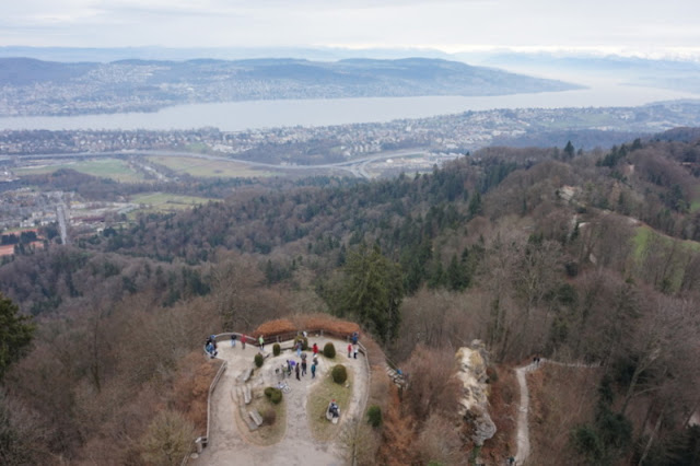 Zürichin näköalapaikka Uetliberg - ei korkeanpaikankammoisille!
