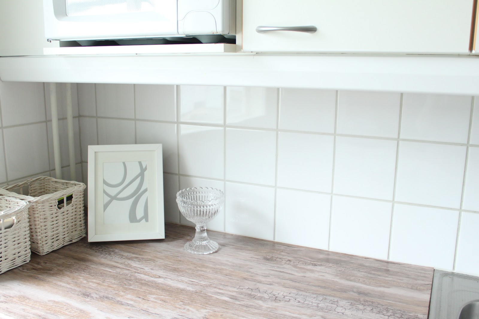 valoisaa vaaleaa dc fix off. Black Bedroom Furniture Sets. Home Design Ideas