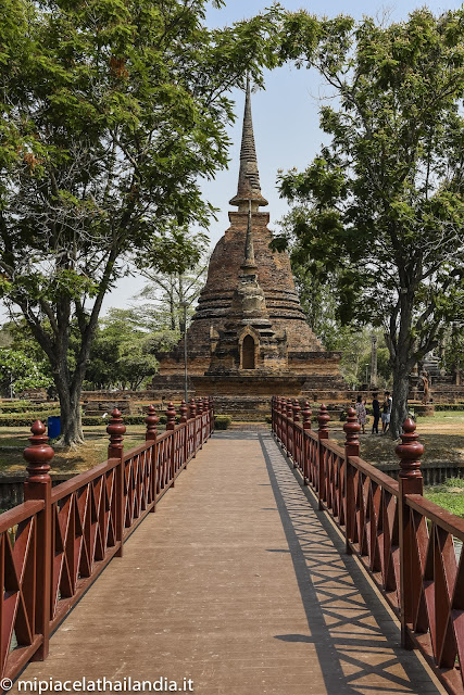 Wat Sa Si, Sukhothai, bridge to the temple