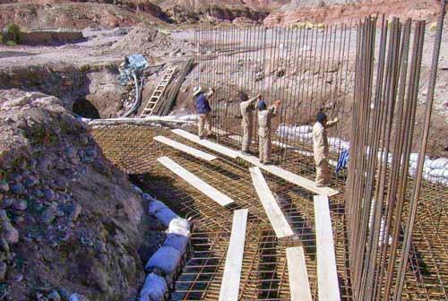 Eine neue Brücke bei Esmoruco wird gebaut