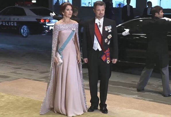 Victoria in Elie Saab gown. Queen Maxima in Jan Taminiau gown. Queen Letizia in Carolina Herrera gown, diamond tiara. Mary in Valentino