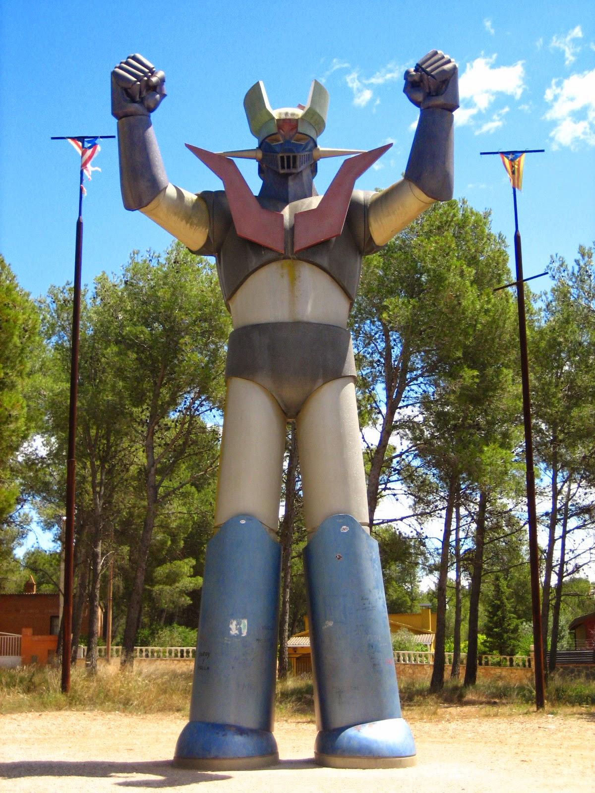 Para empezar con la coleccion de robots pongo una imagen a tamaño real de Mazinger Z.