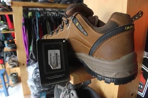 8 Sepatu Gunung Murah Berkualitas Dan Tahan Banting