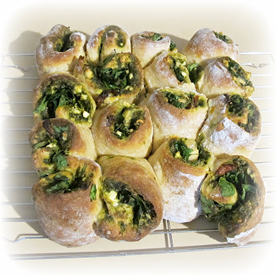 image basil spinach feta pull-apart bread