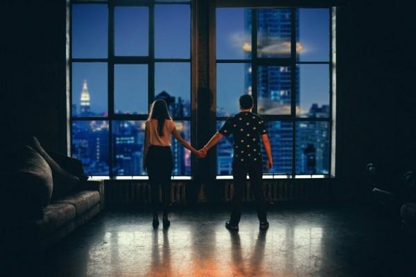 6 Tanda Ternyata Kamu Gak Bahagia dengan Hubungan Asmaramu Sekarang