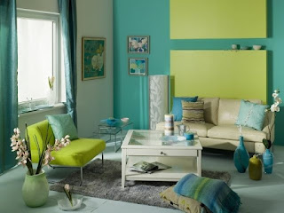 Sala decorada en turquesa y verde