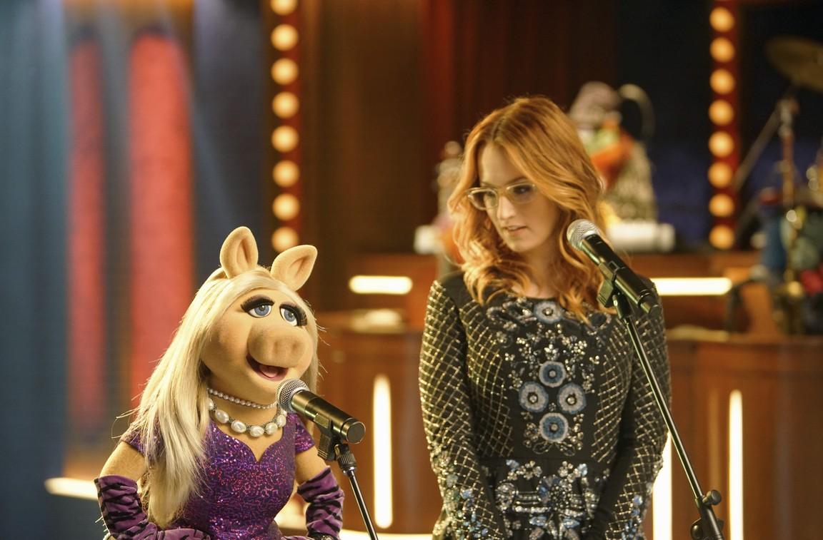 The Muppets - Season 1 Episode 13: Got Silk?
