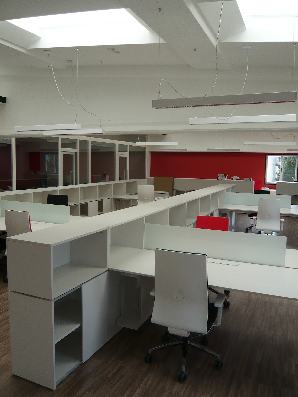 Nat dise o de espacios reforma de oficinas irua tech for Reformas de oficinas