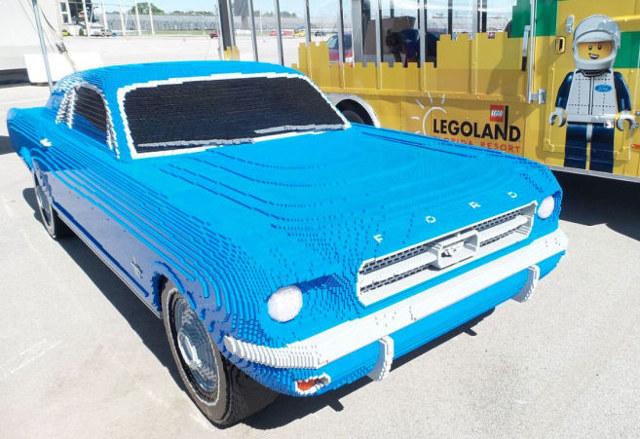 mustang lego azul ford réplica legoland