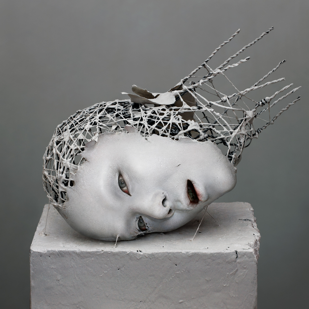 03-Yuichi-Ikehata-Kakuunohito-Surreal-and-Realistic-Physical-Fragment-Sculptures-www-designstack-co