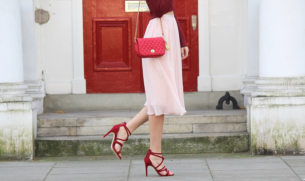 peexo fashion blogger wearing burgundy and pink pleated midi skirt, zara strappy sandals