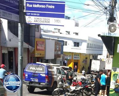 Policia faz busca e apreensão na casa e loja  de empresários Arcoverdenses acusado de envolvimento de roubo de centenas de celulares  em Petrolina