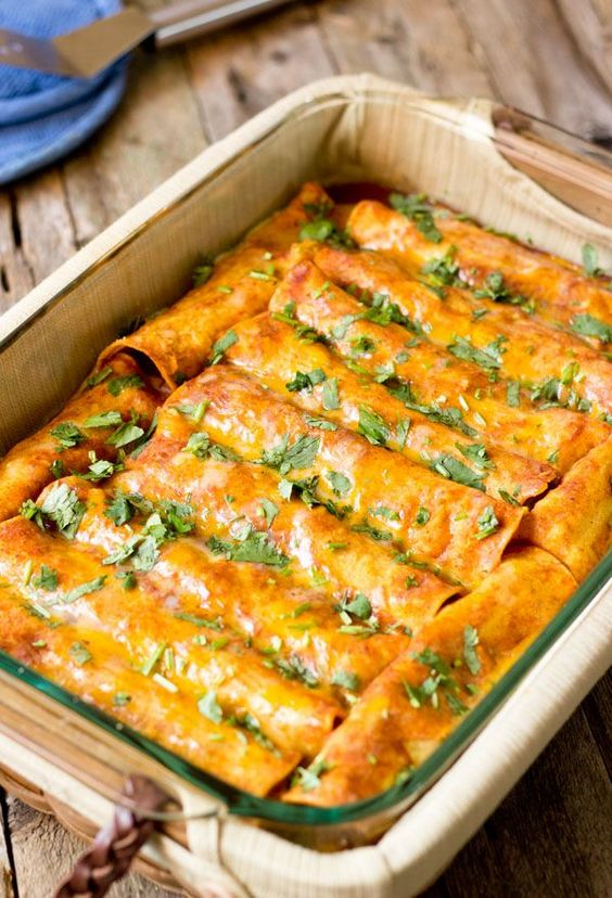 Black Bean Vegan Enchiladas #blackbean #vegan #veganrecipes #veggies #enchiladas #lunch #lunchrecipes #easylunchrecipes