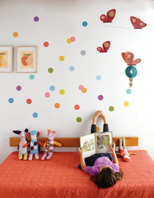 Идеи для детской комнаты: разноцветные кружочки для праздничного настроения!