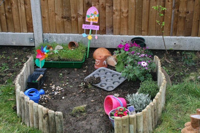 Bring the fun and learning outside! Ideas for creating kid-friendly outdoor play areas. #childsplay #play #outdoorplay #summerfun