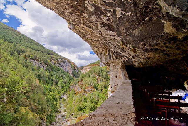 Interior Ermita San Úrbez - Añisclo, Huesca por El Guisante Verde Project