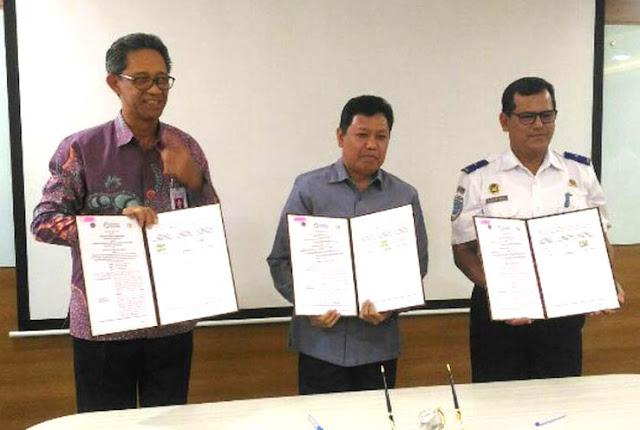 Kemenhub, Kemenperin dan PT Perkebunan Nusantara III (Persero) meneken perjanjian kerja sama pemanfaatan tanah dan alih status jalur kereta api (KA) di kawasan industri dalam KEK Sei Mangkei, Simalungun.