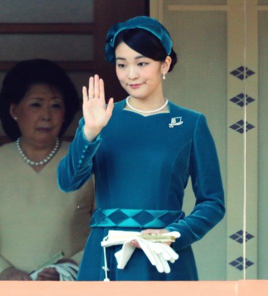 Crown Princess Masako, Crown Prince Naruhito, Empress Michiko, Prince Akishino, Princess Kiko, Princess Mako