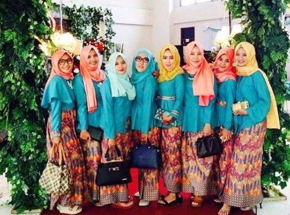Model Baju Seragam Batik Modern Untuk Pesta Pernikahan