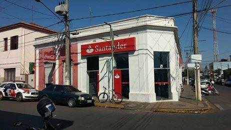 Ladrões furtam armas e dinheiro do cofre do Banco Santander em Aguaí (SP)