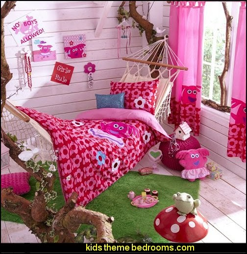 Fun Girl Room: Maries Manor: Bedroom Theme