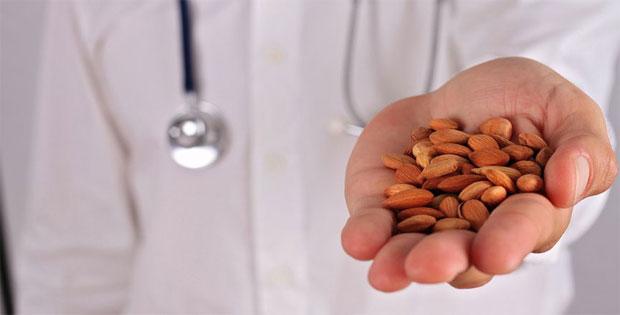 """O câncer é causado por uma deficiência de """"vitamina B17""""? FALSO"""