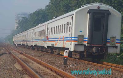 Gambar Kereta Api Mutiara Selatan