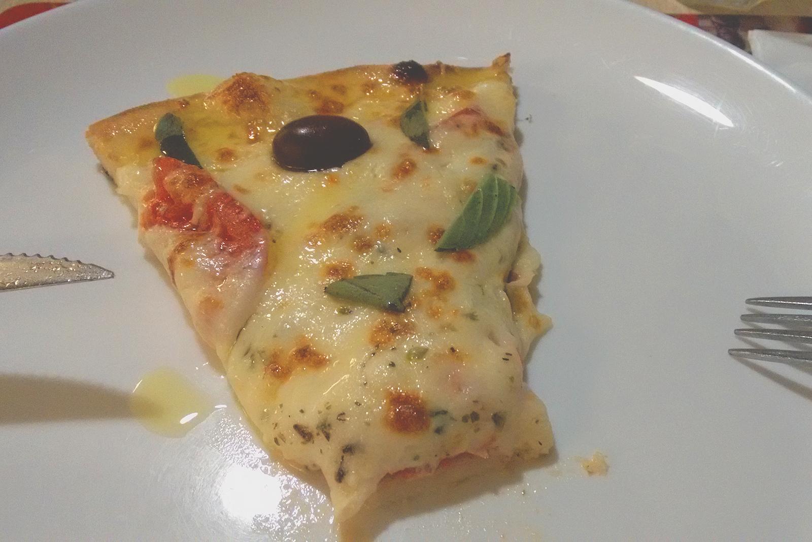 pedaço pizza prato