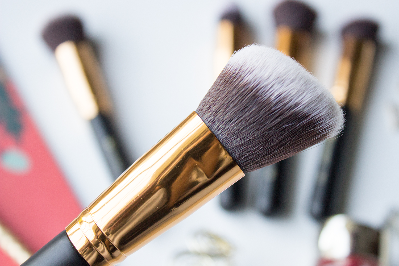 BH Cosmetics Sculpt & Blend Angled Blending Face Brush