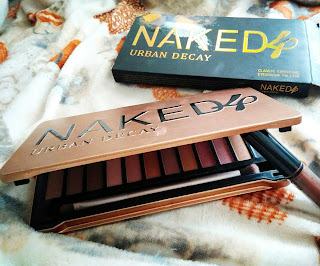 Make Up : Urban Decay Naked 4 Classic Earthtone Eyeshadow Pallete | @nerisathisia