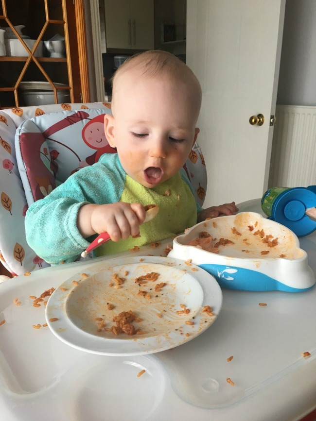 10-tips-on-baby-led-weaning-for-absolute-beginners-baby-in-highchair-eating-bolognese