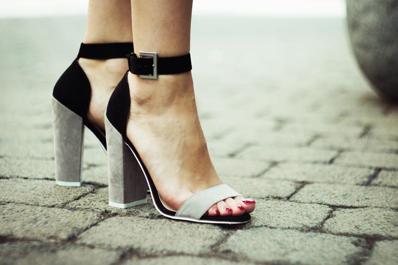 szpilki, tally weijl, szare buty, sandały